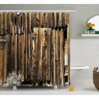 Rústica cortina de ducha individual con puerta de madera de granero de roble