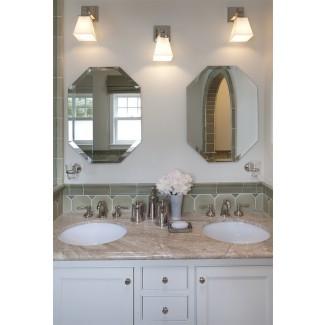 pequeño-lavabo-lavabo-baño-tradicional-con-baño ...