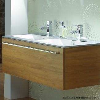 Baño: Decoración de baño moderna con baño de doble lavabo ...