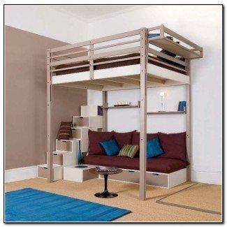 planea una cama tipo loft con escalones