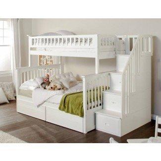 Cama alta de tamaño completo con escaleras. White Loft Bed With