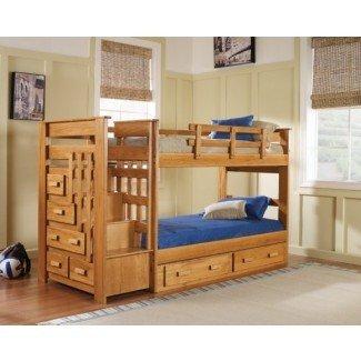 Dormitorio. Gran diseño de cama loft de tamaño completo con escaleras