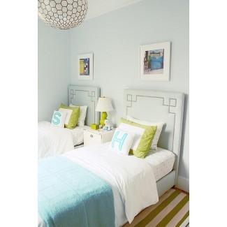 Dormitorio para niñas adolescentes verde azulado y verde con mesita de noche ovalada ...