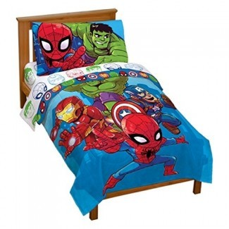 Jay Franco Marvel Avengers Heroes Amigos Juego de cama para niños pequeños de 4 piezas - Juego de cama de microfibra súper suave - Características de la ropa de cama Capitán América, Hulk, Iron Man y Spiderman (producto oficial de Marvel)