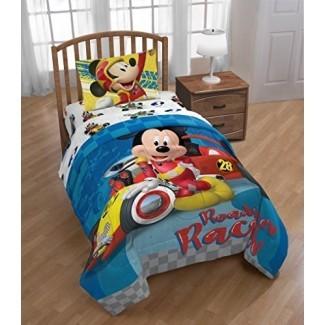 Jay Franco Disney Mickey Mouse Club House Racers Twin Comforter - Super Soft Kids Características de la cama reversible Mickey Mouse - Relleno de microfibra de poliéster resistente a la decoloración (producto oficial de Disney)