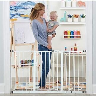 Regalo 56-Inch Extra WideSpan Walk Through Baby Gate, kit de bonificación, incluye extensión de 4, 8 y 12 pulgadas, 4 paquetes de soportes de presión y 4 paquetes de tazas de pared y kit de montaje