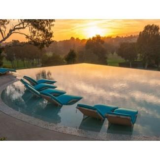 Sillas de piscina de lujo para un oasis de salón de verano