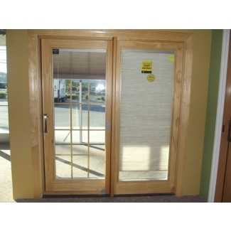 Puertas de patio corredizas con persianas entre el vidrio