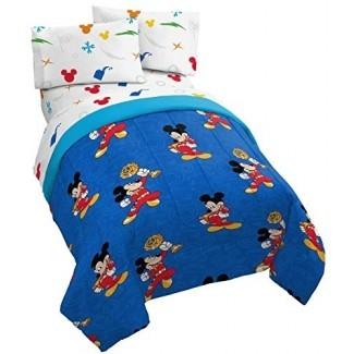 Jay Franco Disney Mickey Mouse Trophy Juego de 4 camas individuales de 4 piezas - Incluye edredón reversible y juego de sábanas - Poliéster súper suave resistente a la decoloración - (Producto oficial de Disney )