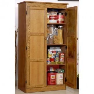 Cocina. Armario de cocina de madera alta con puertas para ...