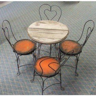 Antigua mesa de heladería con cuatro sillas