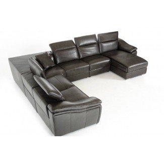 Sala de estar. Seccional extra grande de cuero blanco en forma de L ...