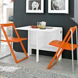 Mesa de ahorro de espacio en blanco y sillas plegables naranjas ...