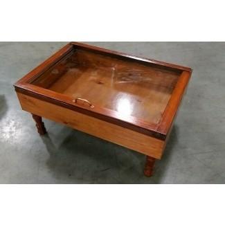 mesa de café de madera con sombra y caja militar de SandJBargainVault