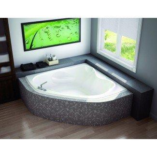 Definitivamente vale la pena considerar la pequeña bañera de esquina ...