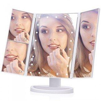 Espejo de maquillaje iluminado, EECOO 21 Espejo de vanidad triple con luces LED con pantalla táctil, aumento de 1X 2X 3X y espejo de viaje con soporte ajustable de 180 grados para maquillaje cosmético de encimera (cable USB, blanco)