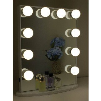Vanidad con luces alrededor del espejo | Diseños Campernel