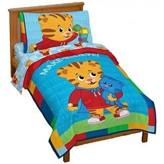 Jay Franco - Juego de cama para niños pequeños de 4 piezas Neighborhood de Tiger Tiger - Juego de cama de microfibra súper suave Incluye juego de sábanas y edredones para niños pequeños (producto oficial de Daniel Tiger's Neighborhood)