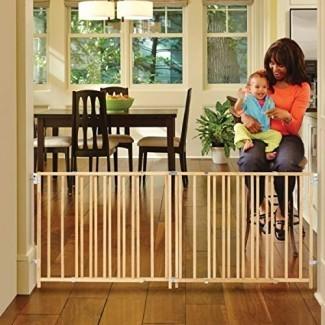 """North States 103"""" de ancho Extra-Wide Swing Baby Gate: perfecto para espacios de gran tamaño. Sin umbral y operación con una sola mano. Montaje de hardware. Se adapta a 60 """"-103"""" de ancho (27 """"de altura, madera dura sostenible)"""