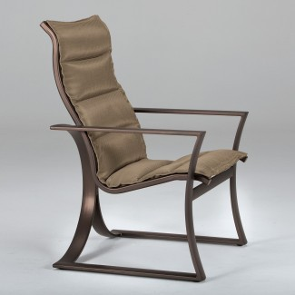 26 innovadoras sillas de patio con respaldo alto -