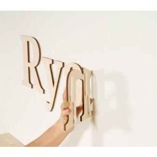 Cómo colgar letras de pared con tiras colgantes |