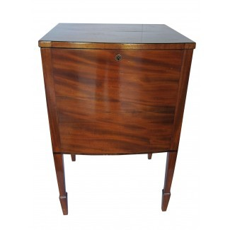 Gabinete / mesa antiguo para licor de bloqueo | Chairish