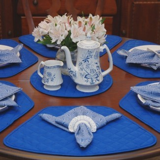 Comedor: linda mesa redonda de manteles de color amarillo claro ...