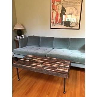 Mesa de centro Barnwood en un hermoso patrón de mosaico con patas de tubería industrial.
