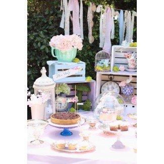 Ideas de la fiesta de Kara Shabby Chic Alice in Wonderland Baby ...