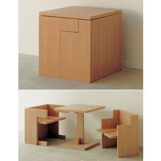 Mesa y sillas que ahorran espacio |