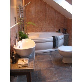Las bañeras de esquina son grandes en espacios pequeños