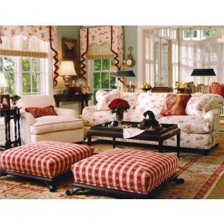 Sofá de cuadros rojos