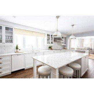 Isla de cocina blanca con taburetes grises - Transitional ...