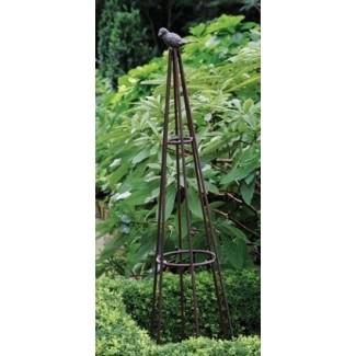 Obeliscos de madera para jardín