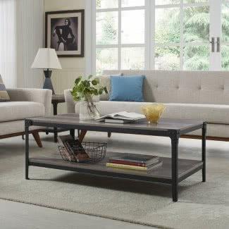 Fabricado en madera y mesa de centro de metal