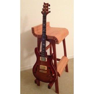 Taburete para tocar la guitarra