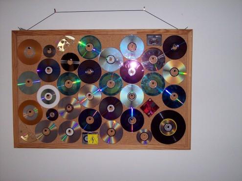 """almacenamiento de cd """"title ="""" almacenamiento de cd """"width ="""" 495 """"height ="""" 370 """"class ="""" aligncenter size -medium wp-image-1733 """"> <br /> Foto de Tezz </p> <p> Otro enfoque fue mostrar las carátulas de los CD como arte en sí mismas: <br /> <img src="""