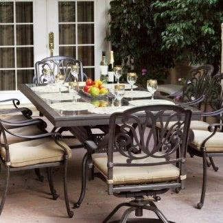 Darlee Elisabeth Juego de comedor para patio de aluminio fundido para 8 personas con mesa de granito - Azulejos de granito marrón / bronce antiguo