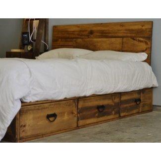 Plataforma de madera rústica de cabecera libre