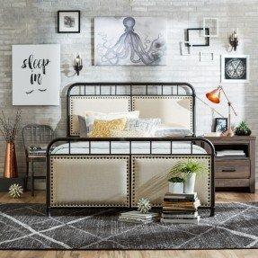 Cama tamaño queen tapizada con paneles