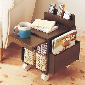 Mesa pequeña con ruedas