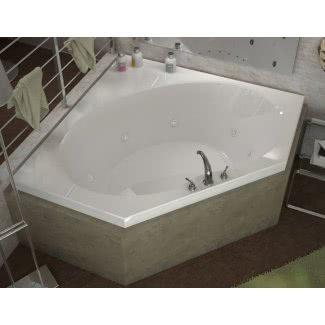 Lujosa bañera de hidromasaje en esquina con desagüe central