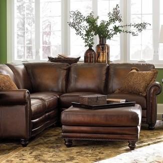 Pequeño sofá seccional de cuero