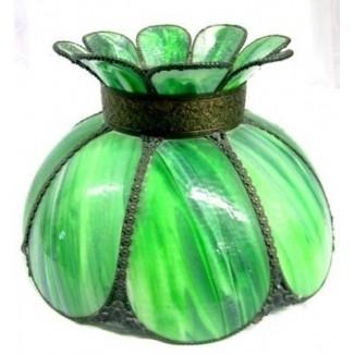 Pantalla de lámpara de vidrio de escoria art nouveau con bronce repujado sobre