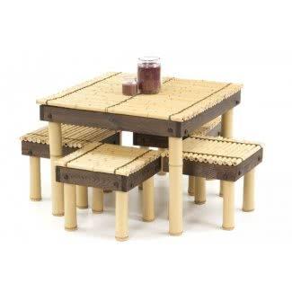 Mesa de centro de bambú y nogal con taburetes