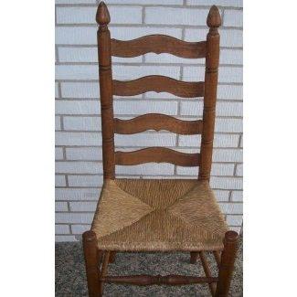 Silla con respaldo de escalera y asiento de junco