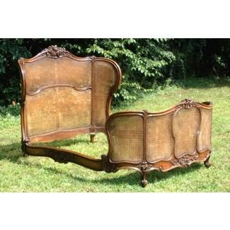 Muebles de caña con sofá