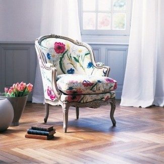 Esta silla me encanta la tela brillante con el clásico