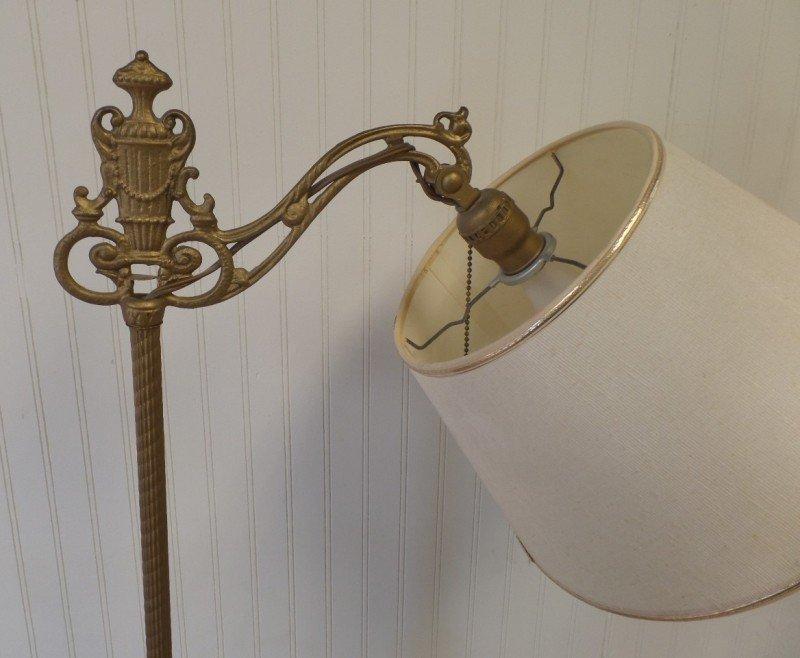 Lámpara de pie con brazo puente de hierro fundido estilo nouveau vintage