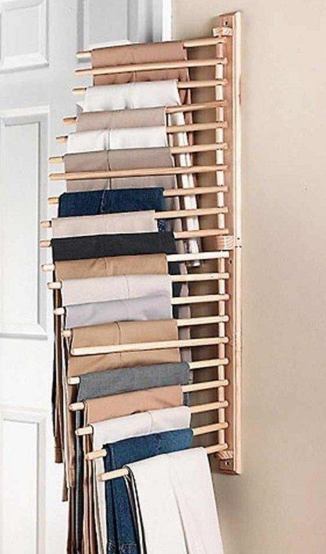 Colgador de ropa montado en la pared